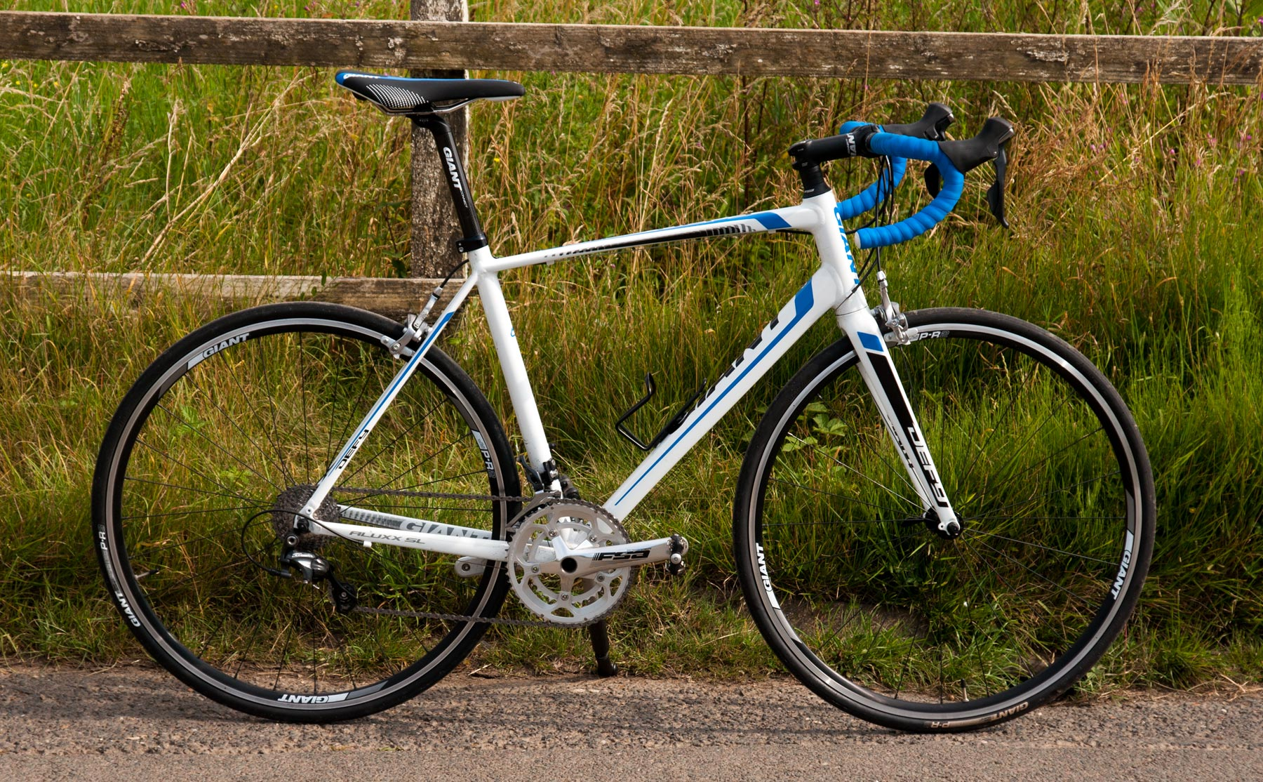 69a072ccc87 Giant Defy 0 2014 review - The Bike List